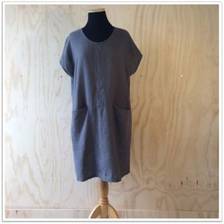 Ettie linen dress in Grey