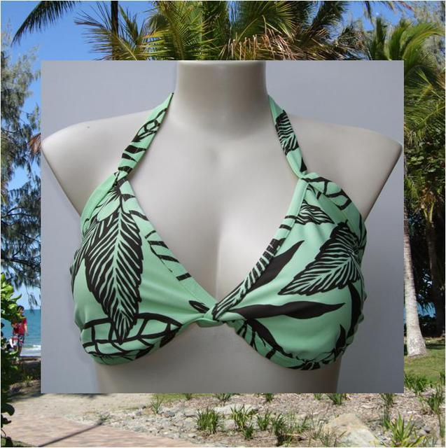 Sonsie Naturals range bikini top in Green